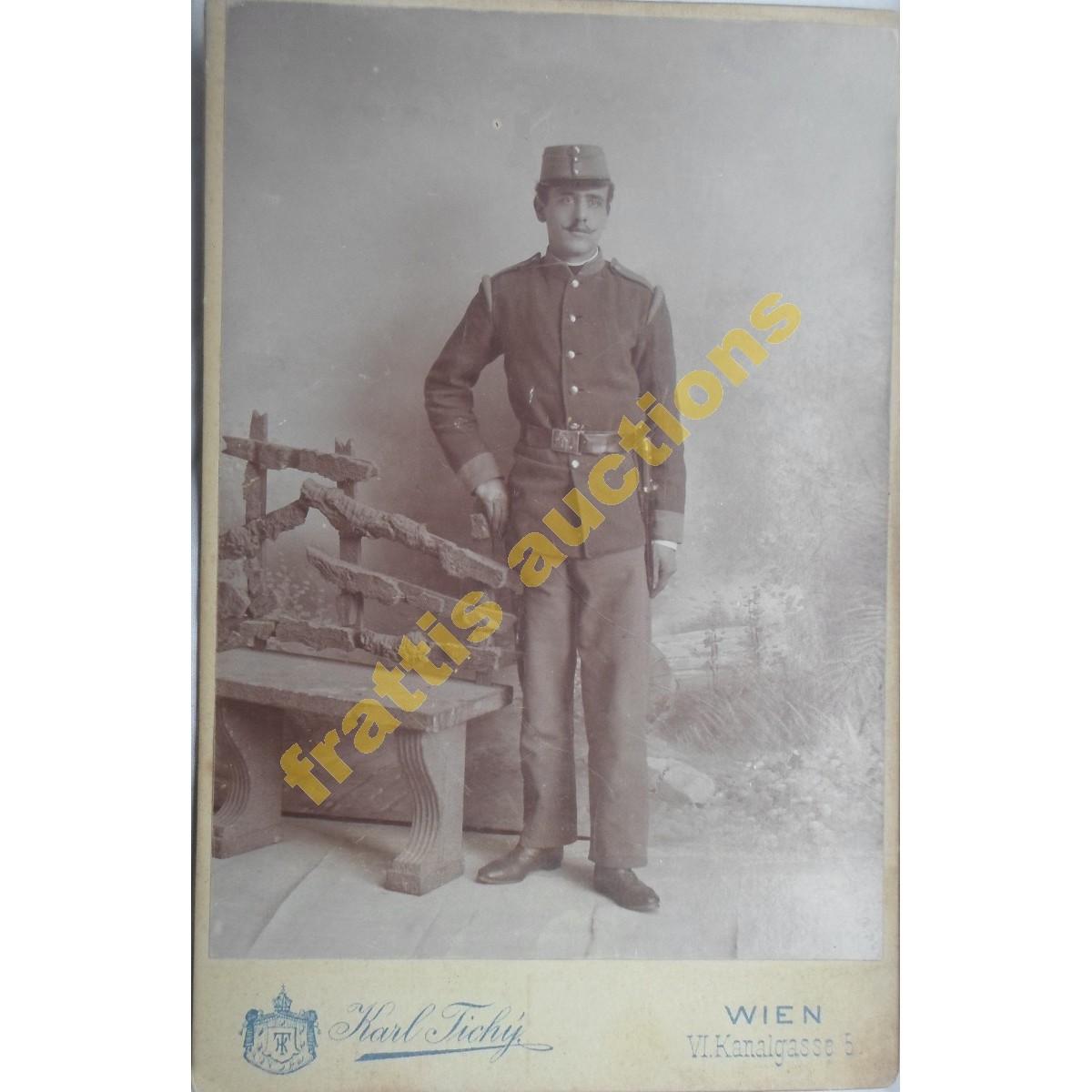 Cabinet νεαρού στρατιωτικού, Καρλ Τισύ Βιέννη.