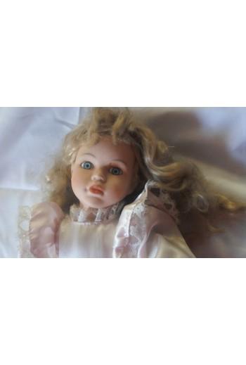 Κούκλα με Πορσελάνινα άκρα...