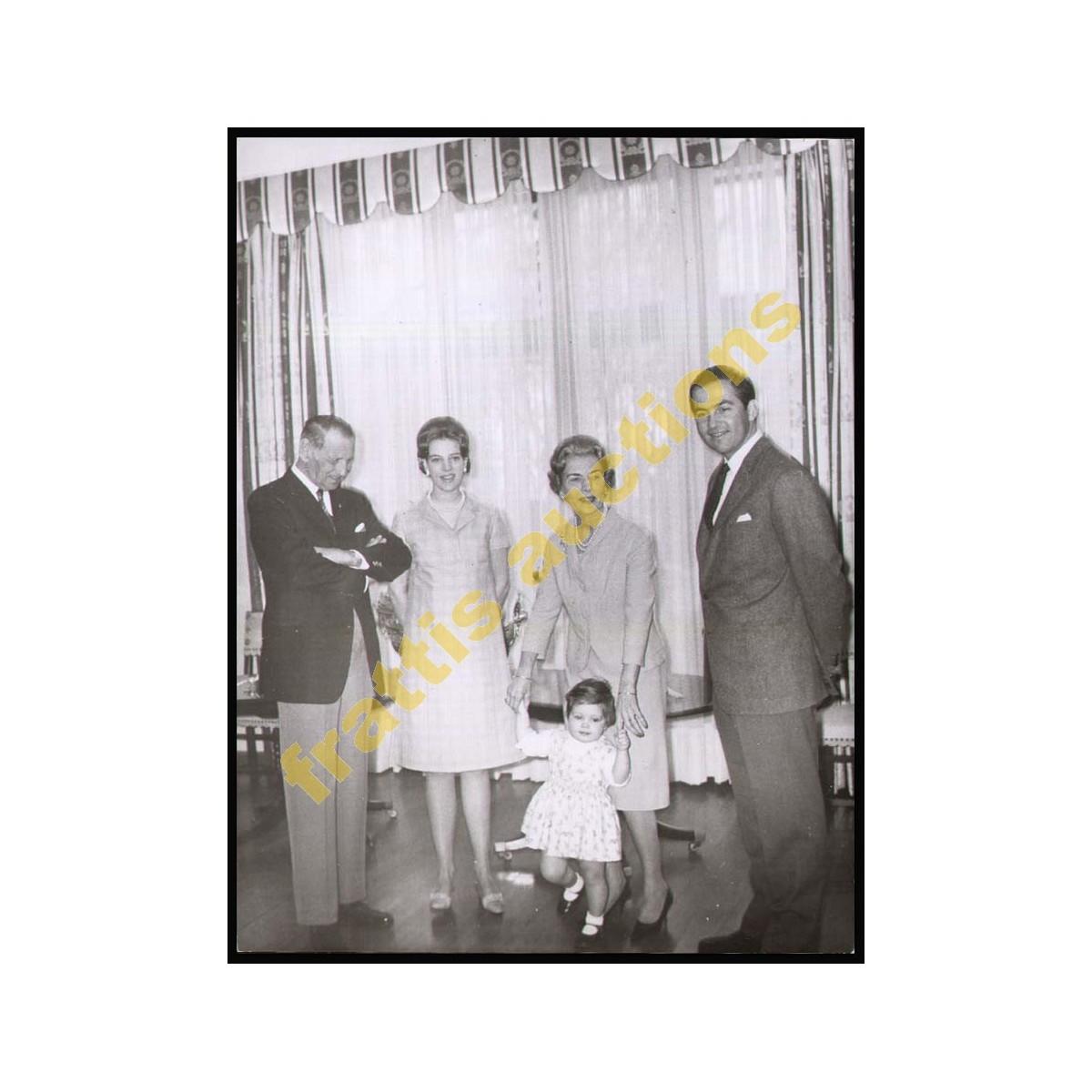 Φωτογραφία οικογενειακή των Βασιλέων Ελλάδας και Δανίας.