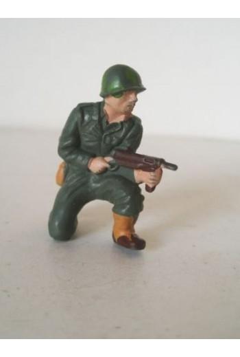 Φιγούρα στρατιώτη με όπλο.